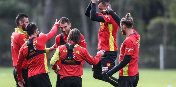Göztepe, Süper Lig'de ikinci yarı hazırlıklarını yaptığı antrenmanla sürdürdü.