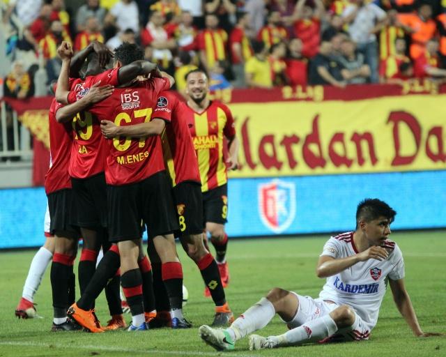Göztepe'de genç futbolcuların performansı camiayı umutlandırdı