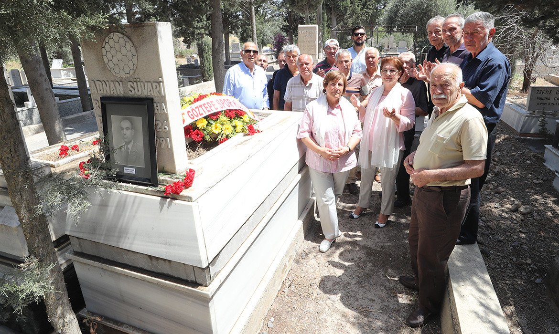 Adnan Süvari'yi Mezarı Başında Andık