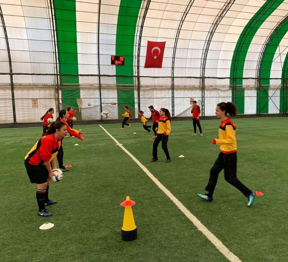 Balıkesirde Göztepe Futbol Okulu Açıldı