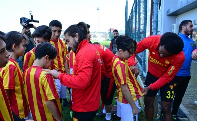 Torbalı'da öğrencilere Göztepe jesti