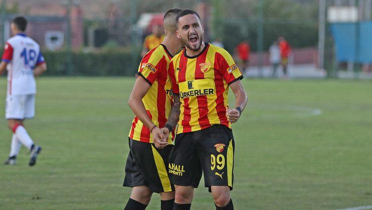 Göztepe'de yeni transferler ilk 11'e